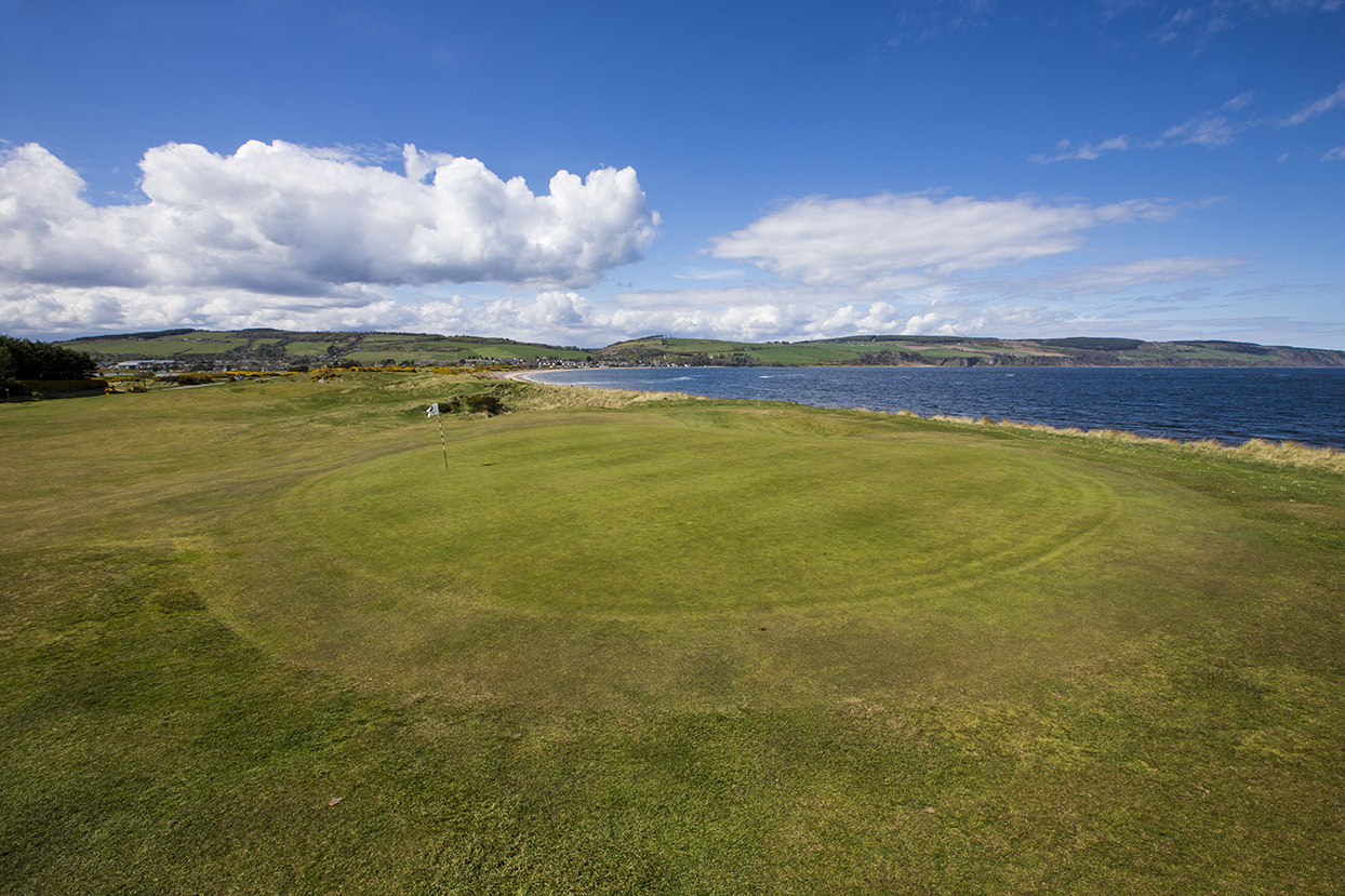 Fortrose and Rosemarkie 4th Green. Photo credit Fortrose and Rosemarkie Golf Club